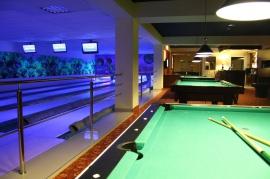 Bilardy i 4-torowy bowling z torem dla dzieci - Hotel Faltom