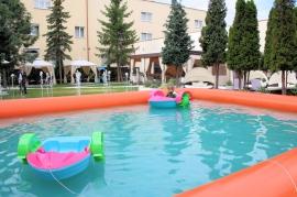 Ogród Hotelowy i łódki dla dzieci - Hotel Faltom