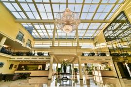 - Hotel Faltom
