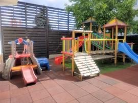 Ogród hotelowy - zewnętrzy plac zabaw dla dzieci  - Hotel Faltom