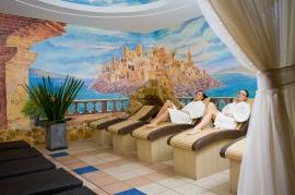 Pokój wypoczynkowy z podgrzewanymi leżankami - Hotel Faltom
