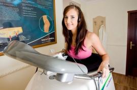 Vacu Well - innowacyjne urządzenie będące połączeniem bieżni i kapsuły próżniowej, wspomaga odchudzanie, prowadzi do lepszego ukrwienia skóry i stymulacji układu limfatycznego odpowiedzialnego za usuwanie nadmiernych płynów i zbędnych produktów przemiany materii, dobroczynnie wpływa na poprawę kondycji. Efektem terapii jest wygładzenie skóry, poprawa jędrności i elastyczności, a w efekcie końcowym redukcja zbędnych centymetrów i eliminacja cellulitu. - Hotel Faltom