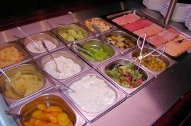 Restauracja Zielona - Śniadanie w formie bufetu szwedzkiego w cenie noclegu - Hotel Faltom